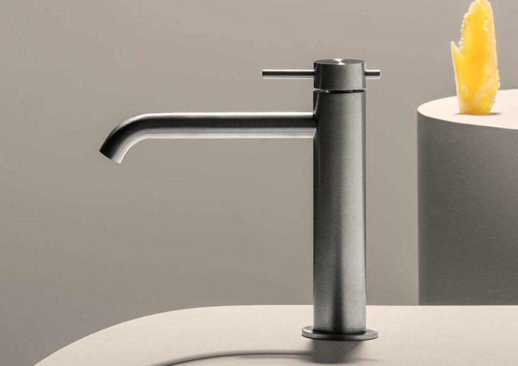 Design Wasserhahn gebürstetes Metall