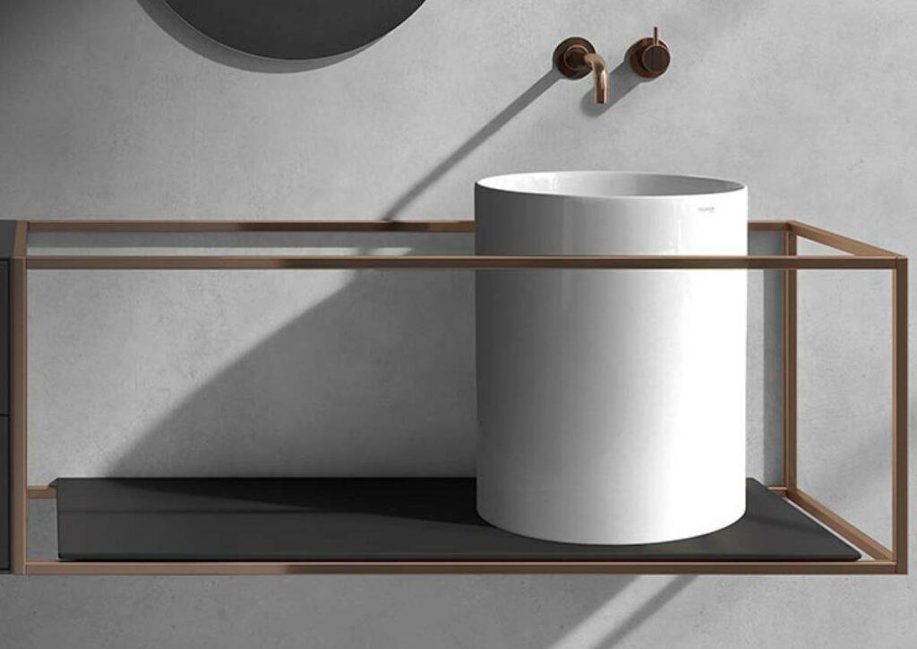 Minimalistisches Badmoebel und Kupfer Wasserhahn Buttenhauser